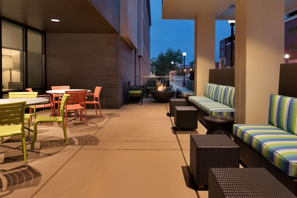 Terrace/Patio, Home2 Suites by Hilton La Crosse
