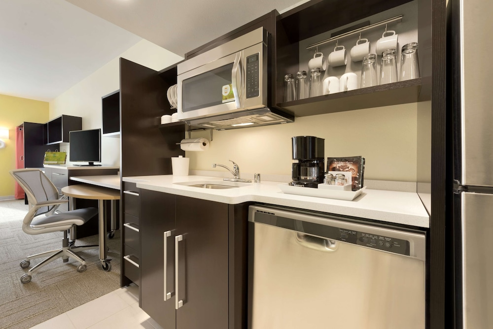 Private Kitchen, Home2 Suites by Hilton La Crosse