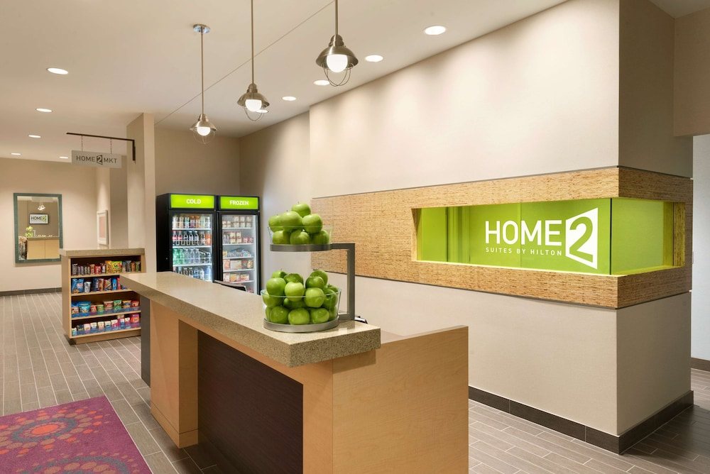 Reception, Home2 Suites by Hilton La Crosse