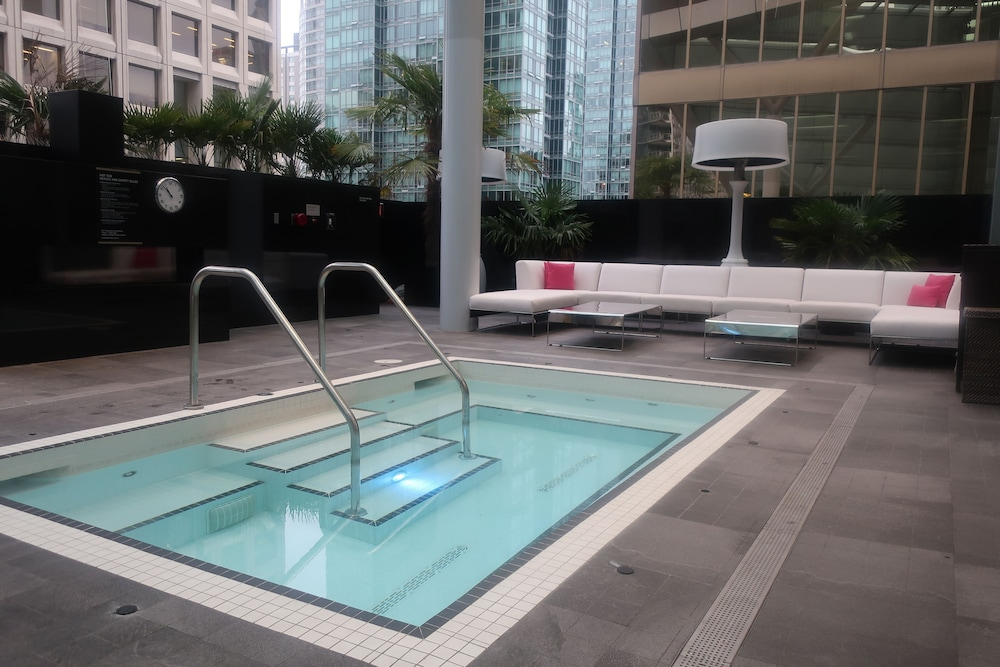 Outdoor Spa Tub, Trump International Hotel & Tower Vancouver