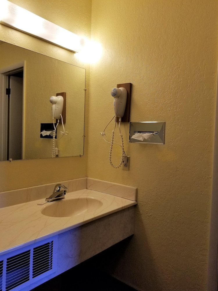 Bathroom, Regency Inn