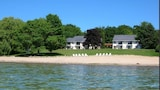 The Carriage House - Suttons Bay Hotels