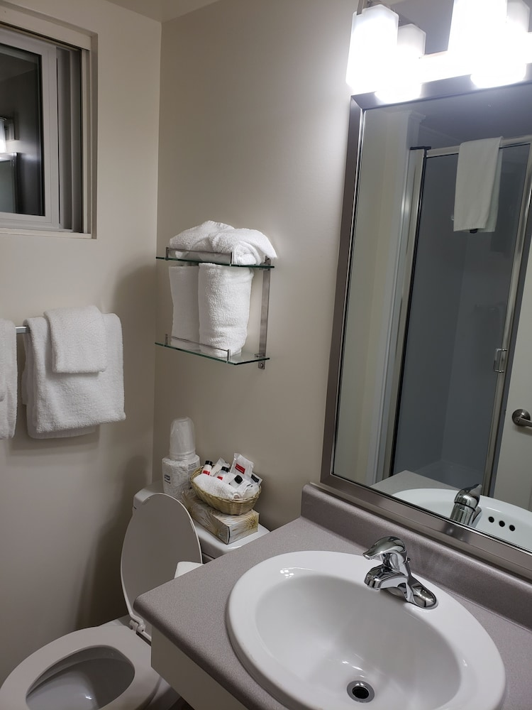 Bathroom Amenities, Super 8 by Wyndham Courtenay