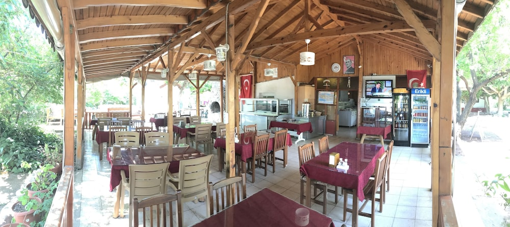 Food Court, Baris Pension & Bungalows