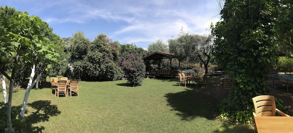 Garden, Baris Pension & Bungalows