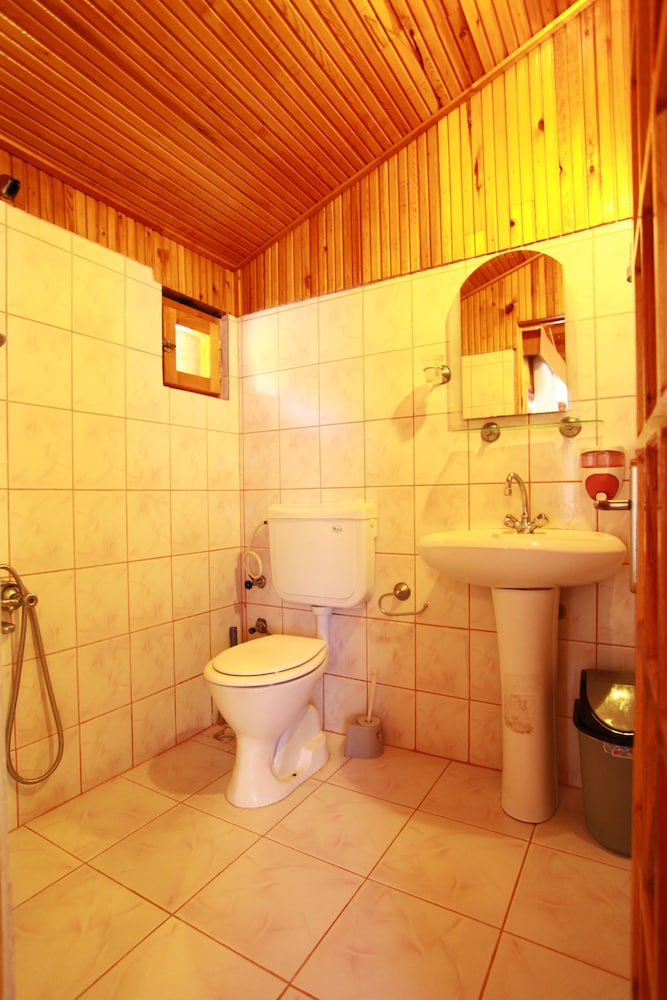 Bathroom, Baris Pension & Bungalows
