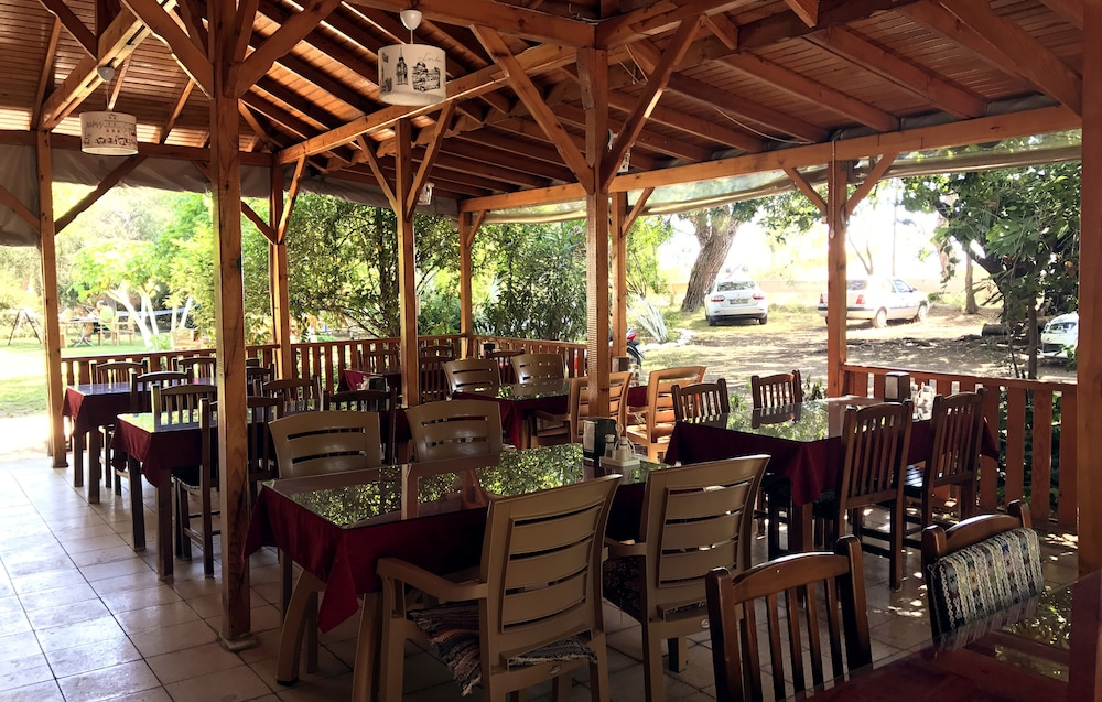 Outdoor Dining, Baris Pension & Bungalows