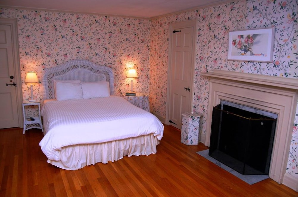 Room, The Governor's Inn