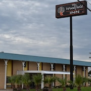 Woodfield Inn & Suites