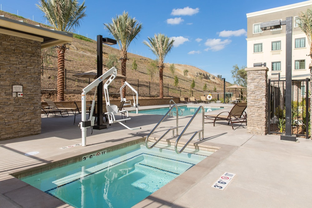 Pool, Staybridge Suites Corona South