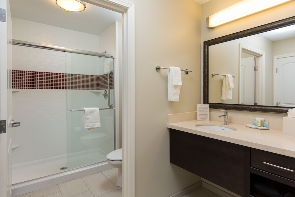 Bathroom, Staybridge Suites Corona South