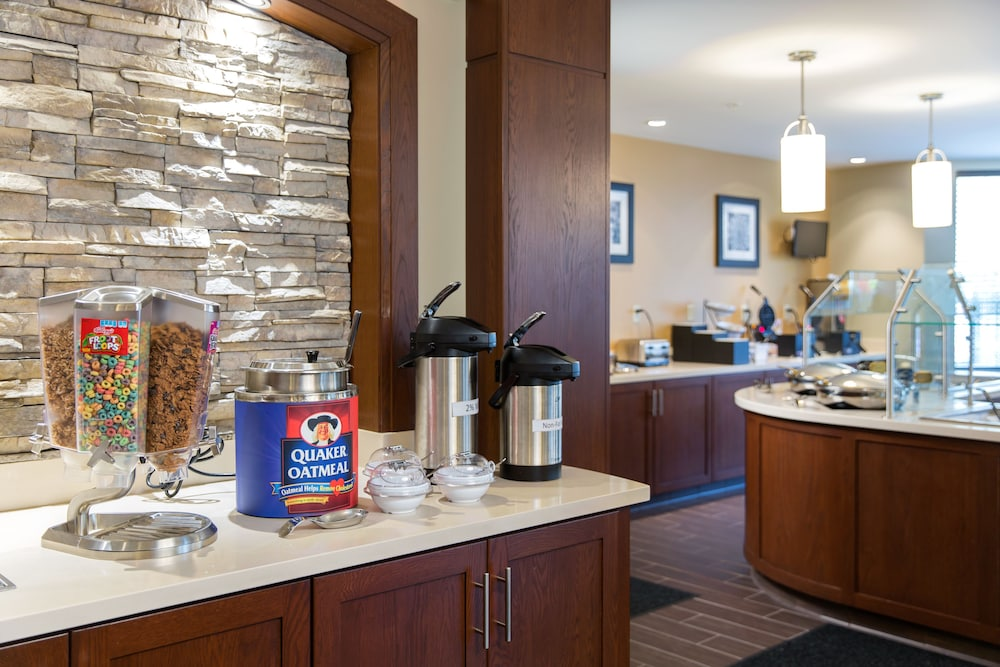 Breakfast Area, Staybridge Suites Corona South