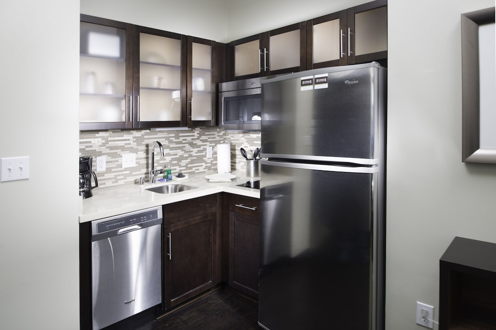 Private Kitchen, Staybridge Suites Corona South