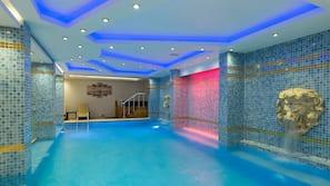 2 piscinas internas, piscina externa, guarda-sóis, espreguiçadeiras