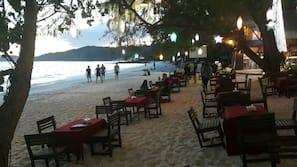 บนชายหาด, ทรายสีขาว, ผ้าเช็ดตัวชายหาด, บาร์ริมหาด