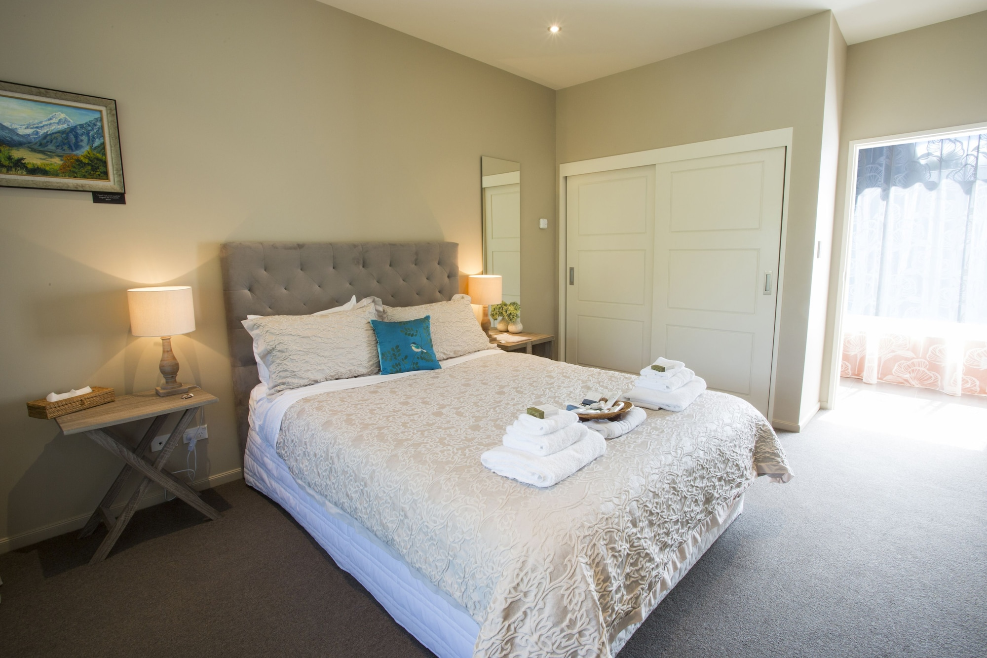 Double Rimu Room with Shared Bathroom