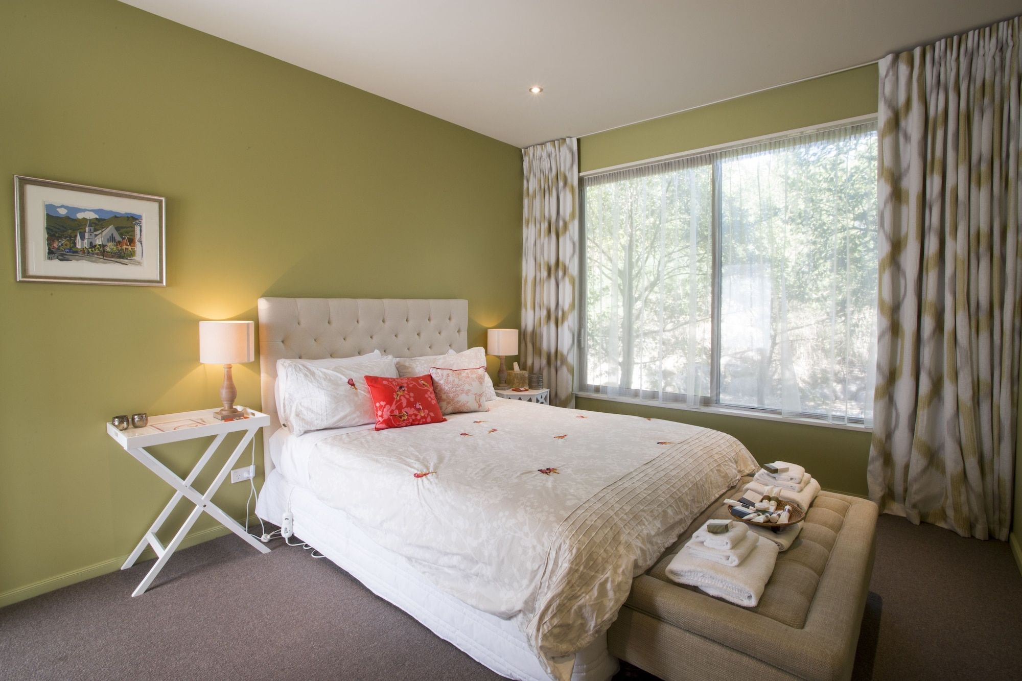 Queen Rata Room with Shared Bathroom