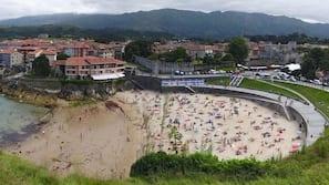 Ubicación cercana a la playa, arena blanca y 2 bares en la playa