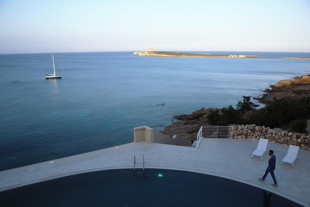 Castello tafuri province de syracuse italie for Hotel nice piscine sur le toit