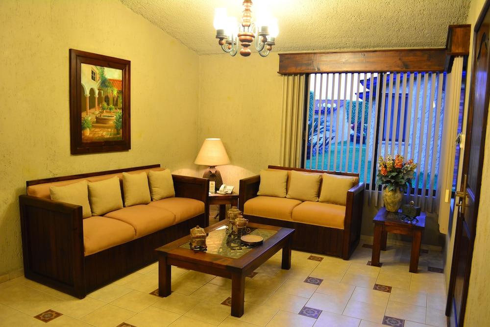 Villas layfer in cordoba hotel rates reviews on orbitz for Villas layfer