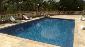 Piscina interna, 2 piscinas externas