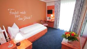 1 bedroom, premium bedding, desk, blackout drapes