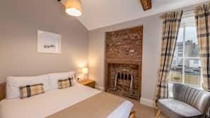 Individually furnished, blackout drapes, iron/ironing board, free WiFi
