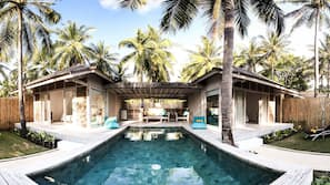10 outdoor pools