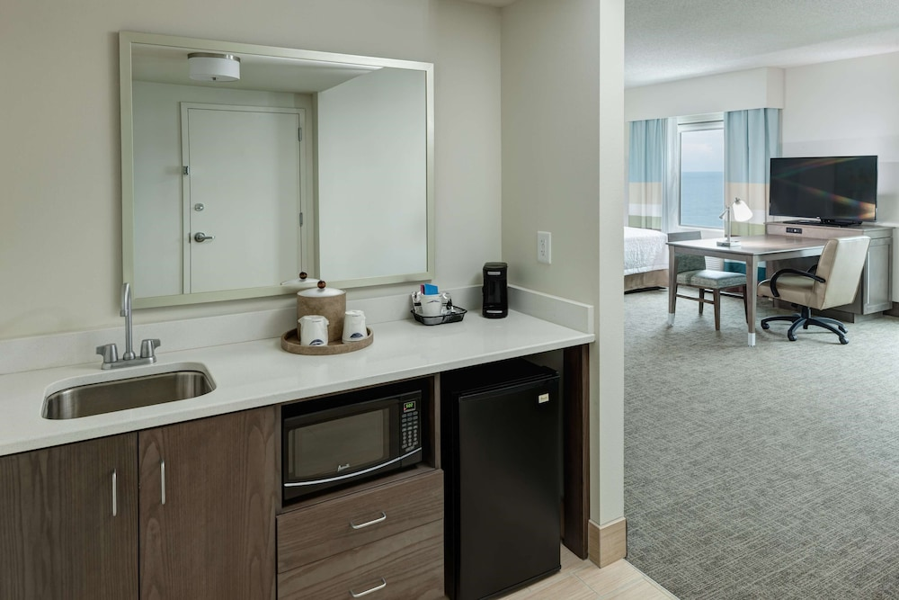 Room, Hampton Inn & Suites by Hilton Carolina Beach Oceanfront