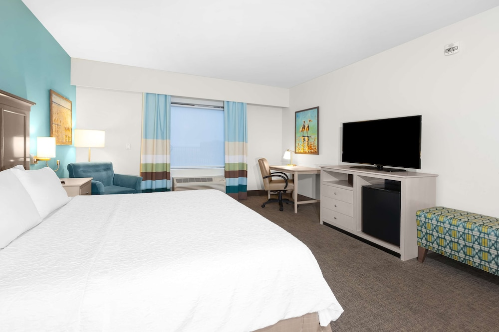 Room Amenity, Hampton Inn & Suites by Hilton Carolina Beach Oceanfront