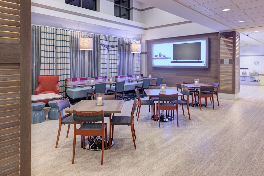 Restaurant, Hampton Inn & Suites by Hilton Carolina Beach Oceanfront