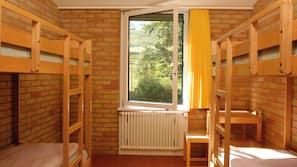Schreibtisch, Bügeleisen/Bügelbrett, Bettwäsche