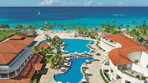 4 piscine all'aperto, cabine incluse nel prezzo, ombrelloni da piscina