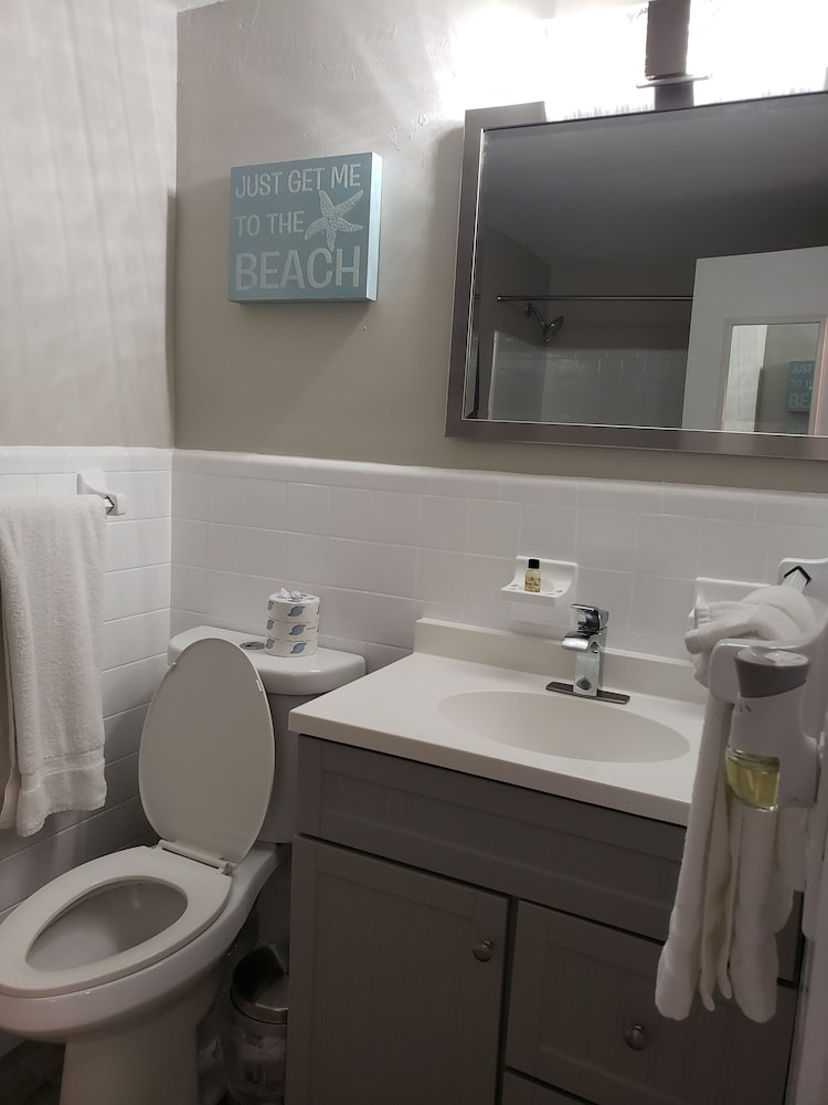 Bathroom, Ashley Brooke Beach Resort
