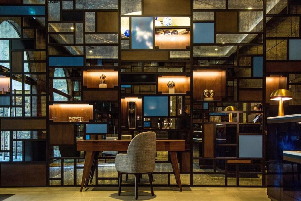 Devonshire Club Hotel London
