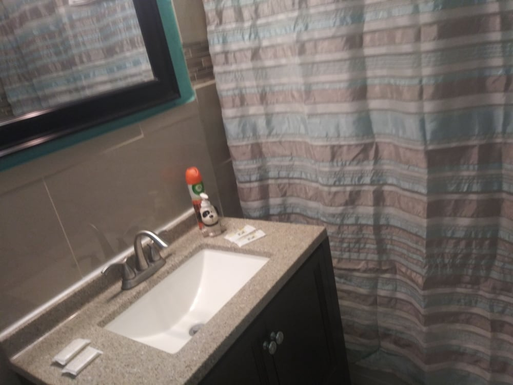 Bathroom, Siesta Motel