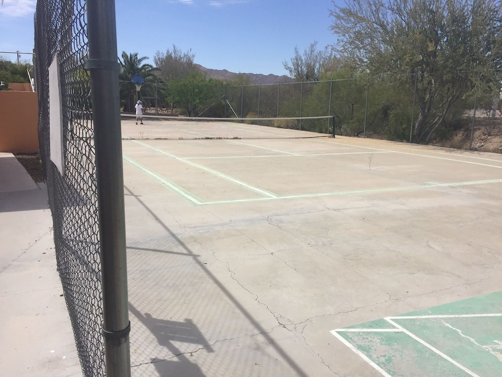 Tennis Court, La Siesta Motel & RV Resort