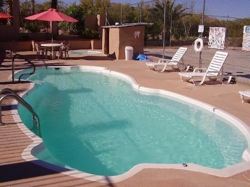 Pool, La Siesta Motel & RV Resort