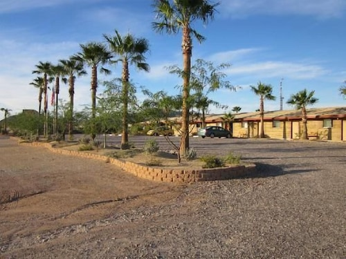 Front of Property, La Siesta Motel & RV Resort