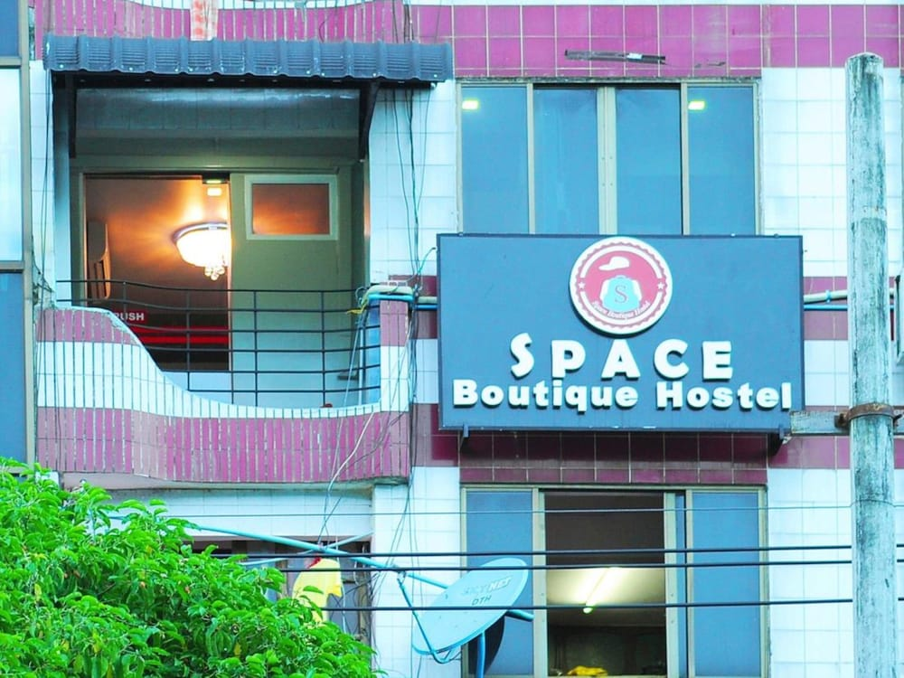 Space boutique hostel reviews photos rates for Boutique hostel
