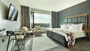 Donzen dekbedden, een kluis op de kamer, een bureau