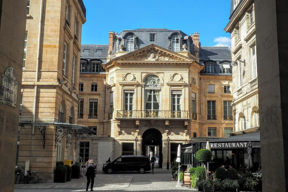 Book Louvre Parisian Chicsuites Paris Hotel Deals