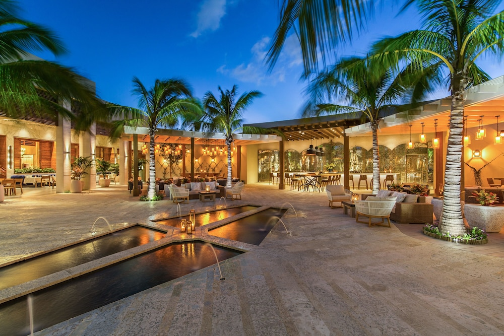 Courtyard, The Shore Club Turks and Caicos