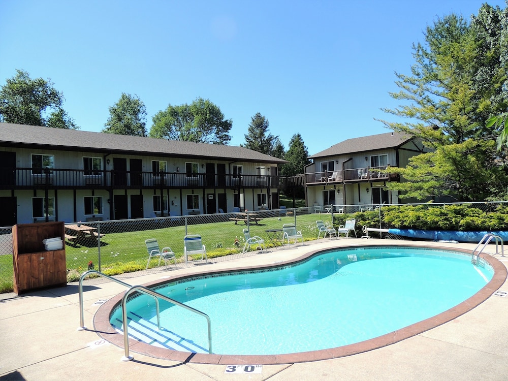 Sister Bay Inn In Sister Bay Cheap Hotel Deals Amp Rates