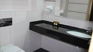 Bathtub, rainfall showerhead, free toiletries, hair dryer