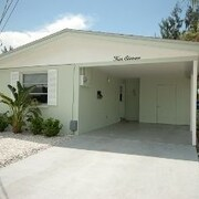Holmes Beach Super Cute Home 411 by RedAwning