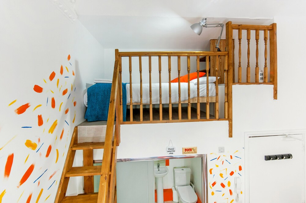 ... Design Studio Suite, Mezzanine (No 7)   Guestroom ...
