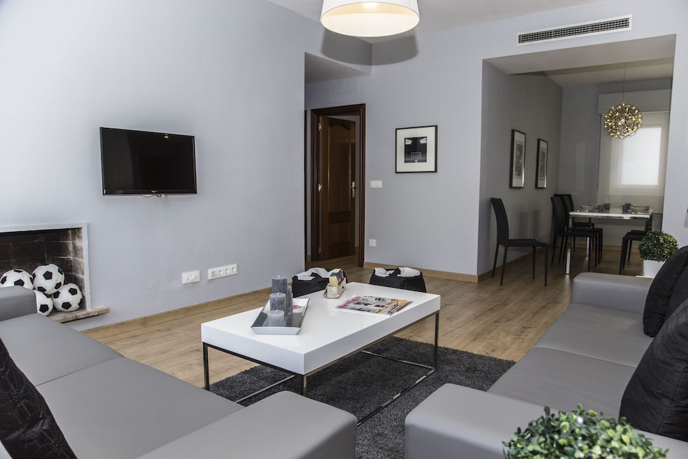 Living Area, Alcam Futbol