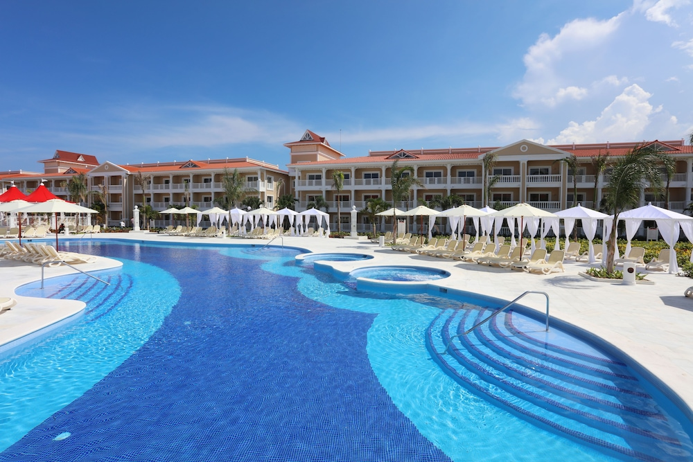 Luxury bahia principe fantasia all inclusive reviews for All inclusive resorts luxury