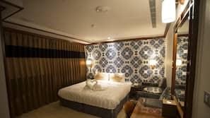 高級寢具、書桌、窗簾、隔音
